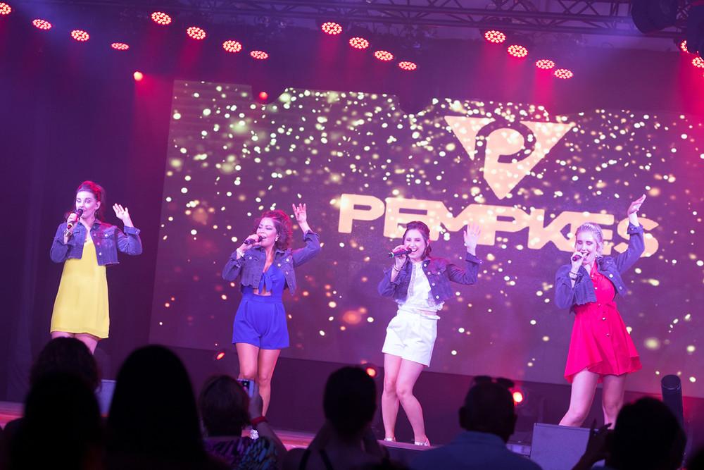 Kelly, Evita, Teresa en Orlando van de nieuwe Vlaamse meidengroep Top Pops