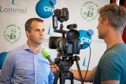 Ronny Van Geneugden voor de camera van TVL