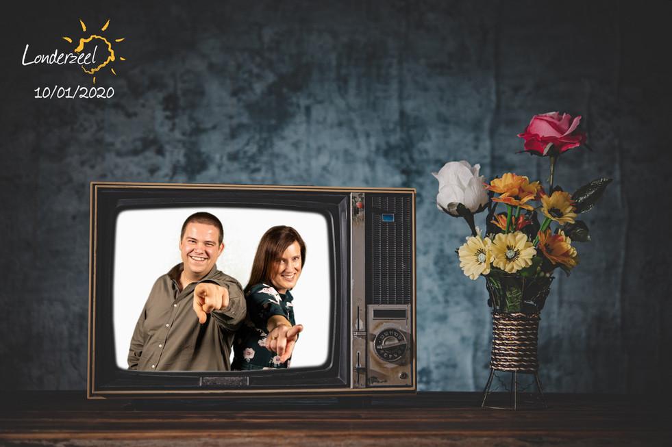 Man en vrouw op televisie voor de green screen photobooth