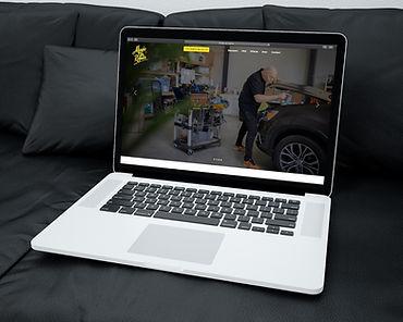 Computer met de website van Magic Car Repair