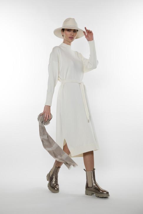 Panicale cashmere bij Couture Agnes Tongeren 10.jpeg