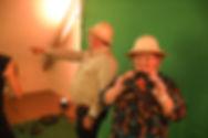 mensen poseren tijdens een evenement voor een green screen photobooth