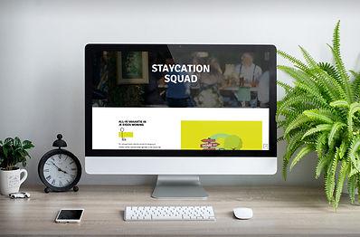 Computer met de website van Staycation Squad