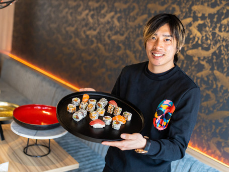 KRC Genk-speler Junya Ito krijgt eigen gerecht bij Esaki Sushi Genk