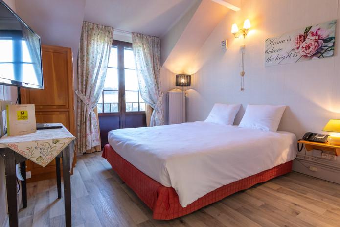 Romantische tweepersoonskamer bij Hostellerie Beau Site in Trois-Ponts vlakbij de watervallen van Coo