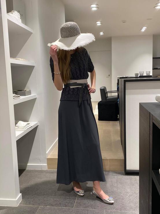 designermode lente en zomer 2021 donkerblauwe lange rok