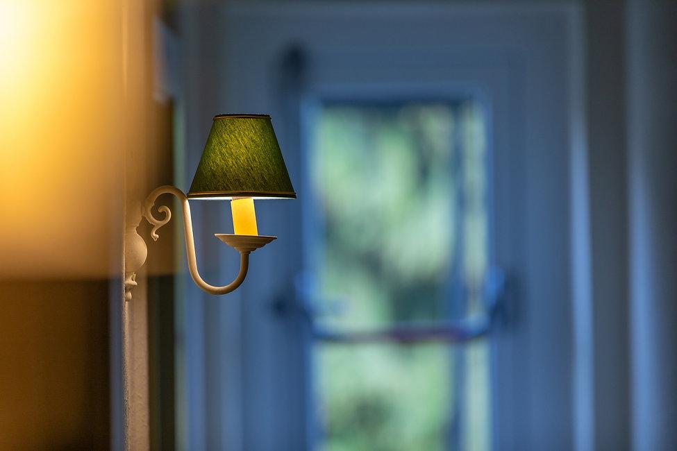 Sfeerlampje in de gang van Hostellerie Beau Site