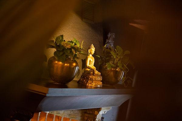 Boeddha-beeld in het interieur van restaurant Esaki Sushi in Hasselt