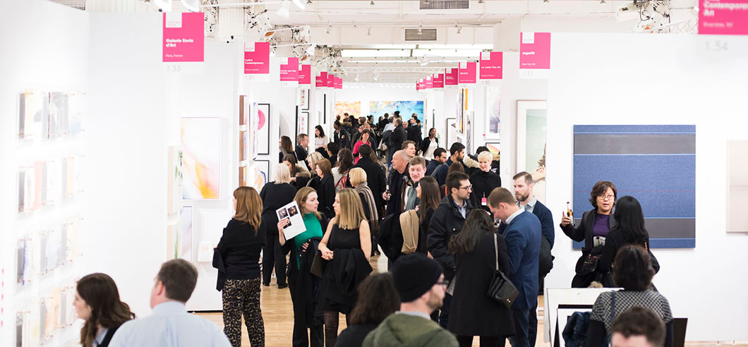 art-loving-crowd-at-new-york-fair-2018.j