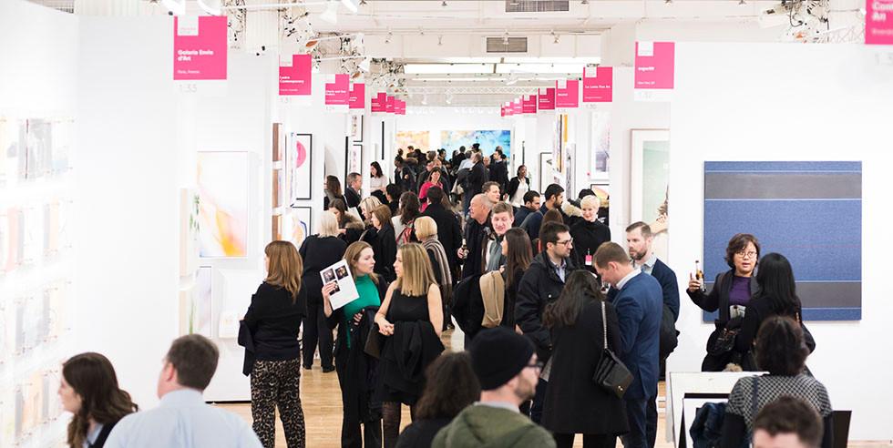 art-loving-crowd-at-new-york-fair-2018.j