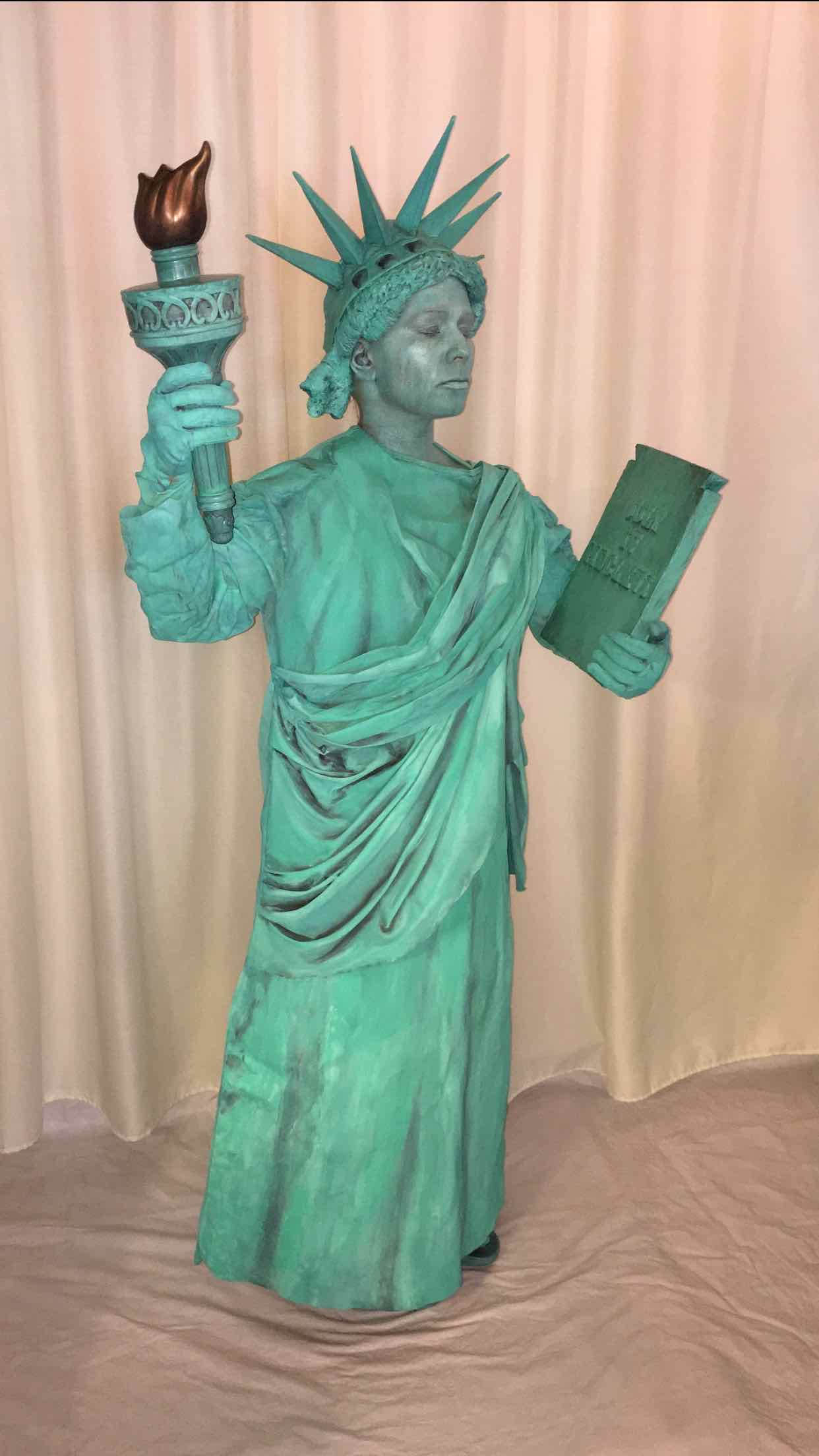 Lady Liberty Living Statue