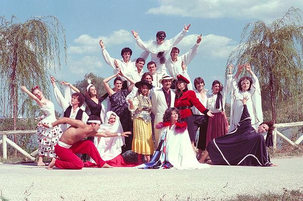 Compagnia teatrale 1985.jpg