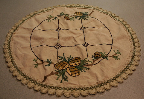 """$OLD! TY! Vintage Arts & Crafts Linen Table 20"""" Round With Pinecones Motif"""
