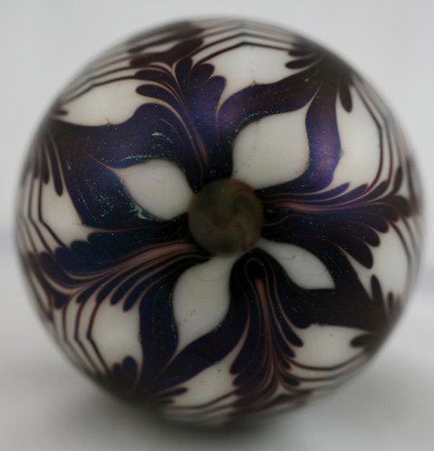 Orient & Flume Stylized Blossom & Leaves Glass Paperweight d1973 Iridescent Mint