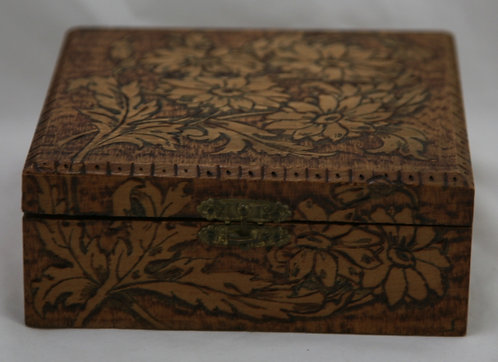 Flemish Art Co. NY Pyrography Wooden Box with Daisies/Leaves Motif c1910