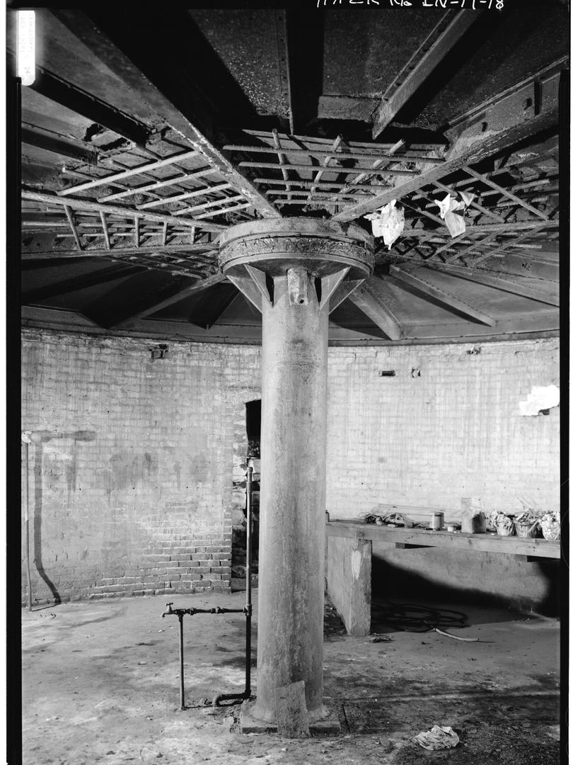 1974 - DETAIL VIEW OF STEEL PEDESTAL COL