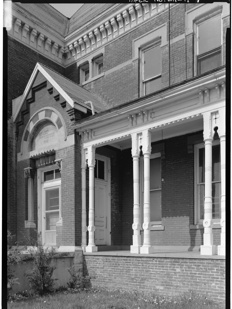 1974 - VIEW OF PORCH AND ENTRANCE FROM N
