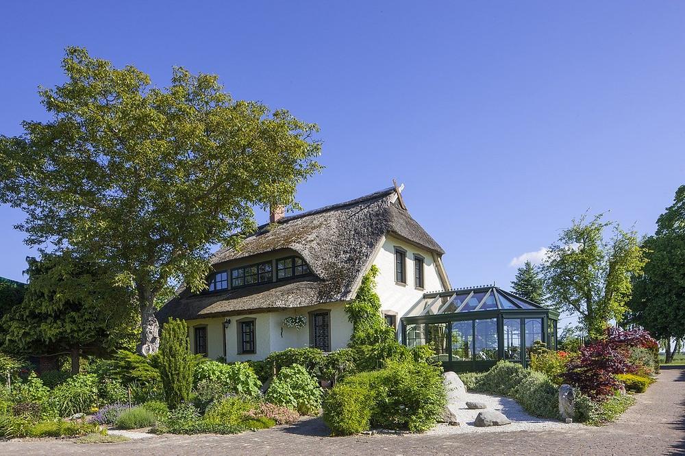 Maison-avec-véranda-et-jardin d'hiver