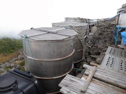 山小屋の雨水タンク