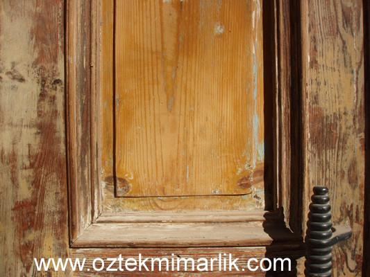 35 Ahşap Göbekli Kapı