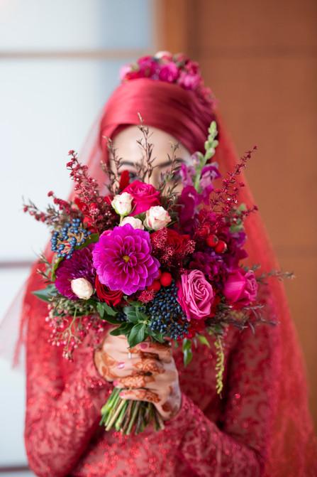 Stunning Muslim Bridal with Bouquet