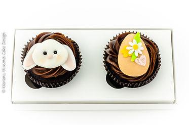 Kit de Presente de 2 cupcakes temático de Páscoa com Coelho de Páscoa e Ovos de Páscoa em modelagem 2D feito a mão