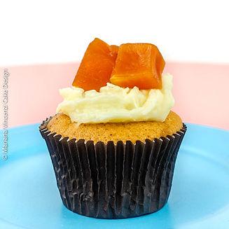 Cupcake de baunilha com recheio de cocadinha cremosa e cobertura com doce de abóbora especial da Alegra e da Chef Mariana Vincenzi