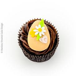 Cupcake temático de Páscoa com Coelho de Páscoa e Ovos de Páscoa em modelagem 2D feito a mão