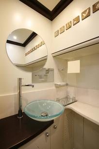 guest_bathroom_8726.jpg
