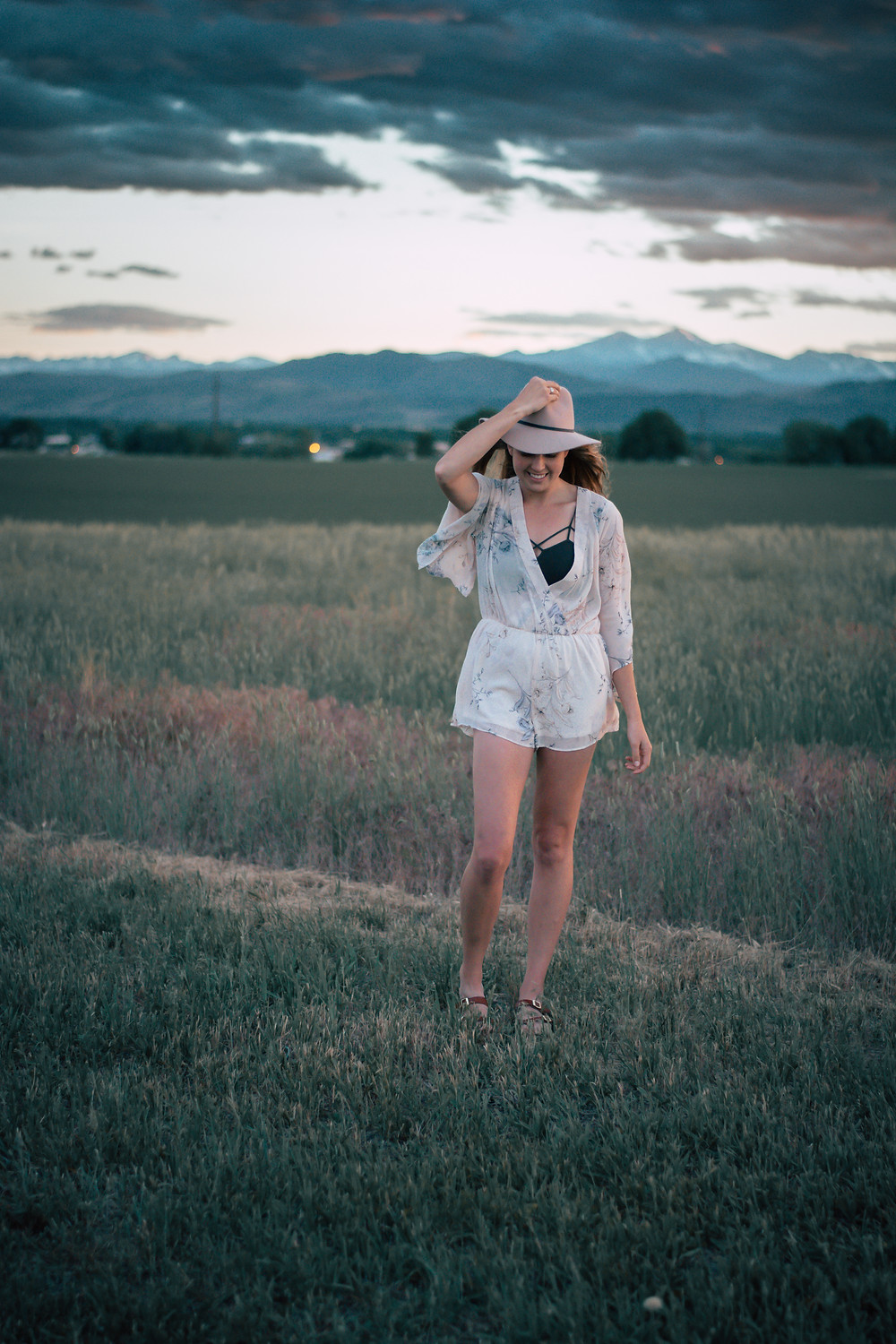 Holly Canon Travel and Lifestyle Blog To Live Free Wyoming Pink's Denver Colorado Boutique Romper Hat Mountains Field Photos