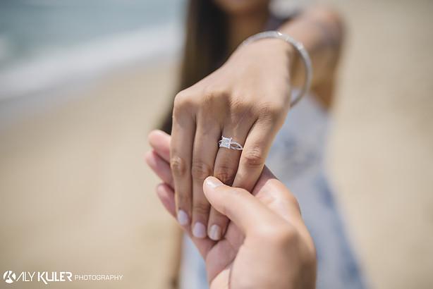 Beach_proposal_engagement_photos_new_jer