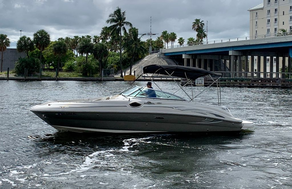 2006 SeaRay 240 Sundeck