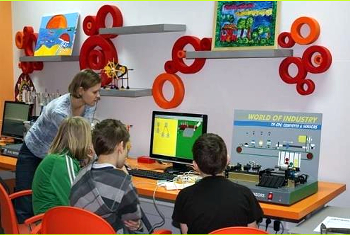 MultiCenter Labs - STEM-Tech age group 9 - 16