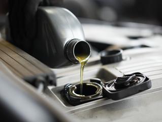 Oleje silnikowe – co powinniśmy o nich wiedzieć, aby zachować sprawność swojego auta