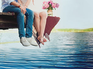 碼頭上浪漫的情侶