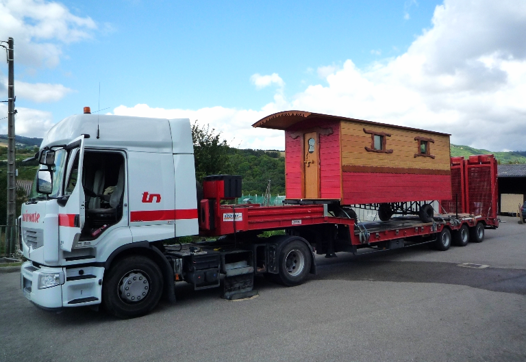 Transport avec camion porte-engin-
