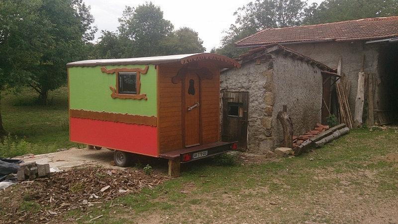 roul r ve vente et fabrication de roulottes artisanales en bois roulotte routi re. Black Bedroom Furniture Sets. Home Design Ideas
