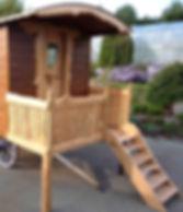 Balcon amovible avec entrée sur le coté et son escalier, pour une roulotte roues bois