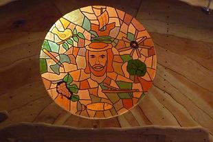 Vitrail mosaïque conçu et réalisé pour la Roulotte Chapelle