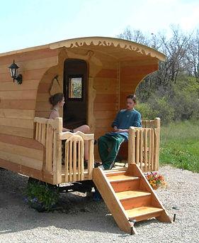 détente et repos sur balcon de roulotte