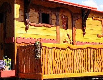 Balcon de grande roulotte à porte latérale, en cèdre