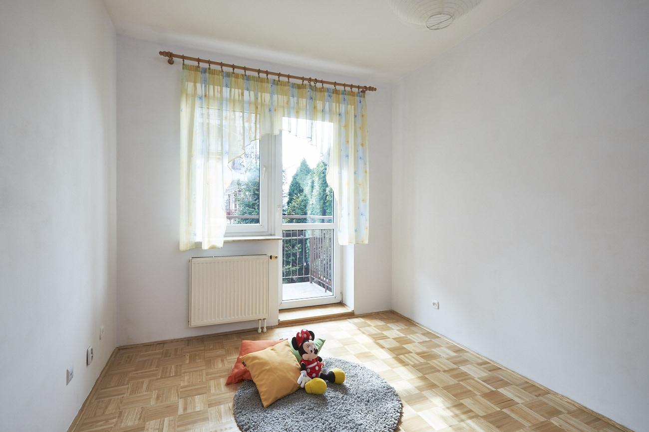 Sypialnia dziecięca w świetle dnia