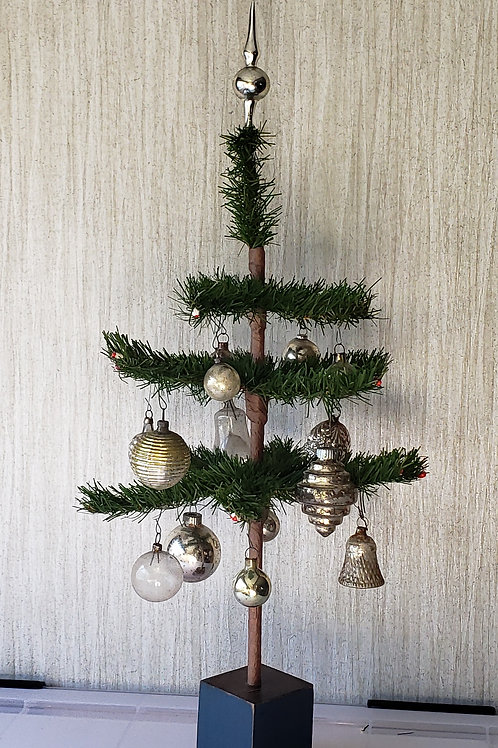 Early Decorated Tree