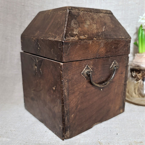 C1680s Burlwood Valuables Box
