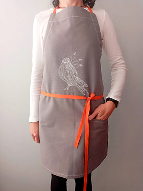 MANDIL PÁJARO gris c/cinta naranja