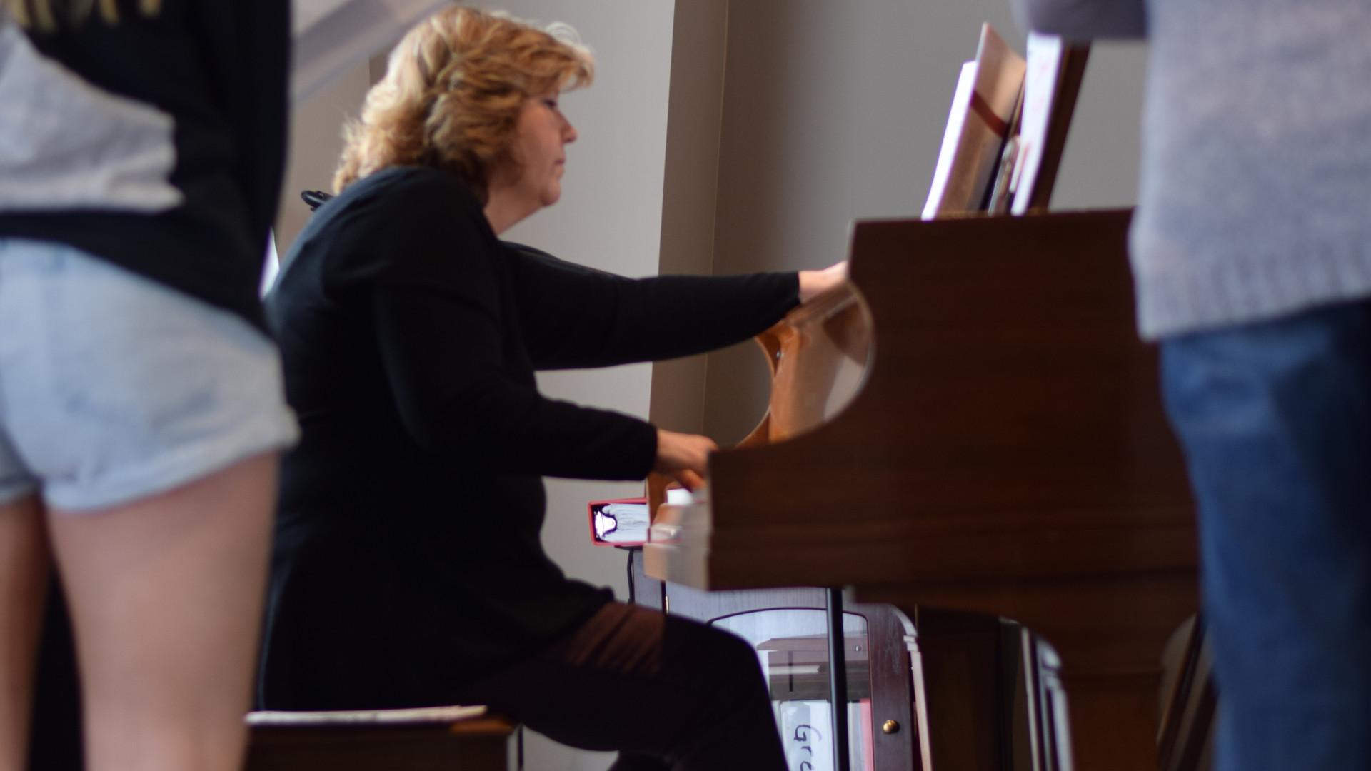 Mrs. Johnson Bel Canto Rehearsal 2019