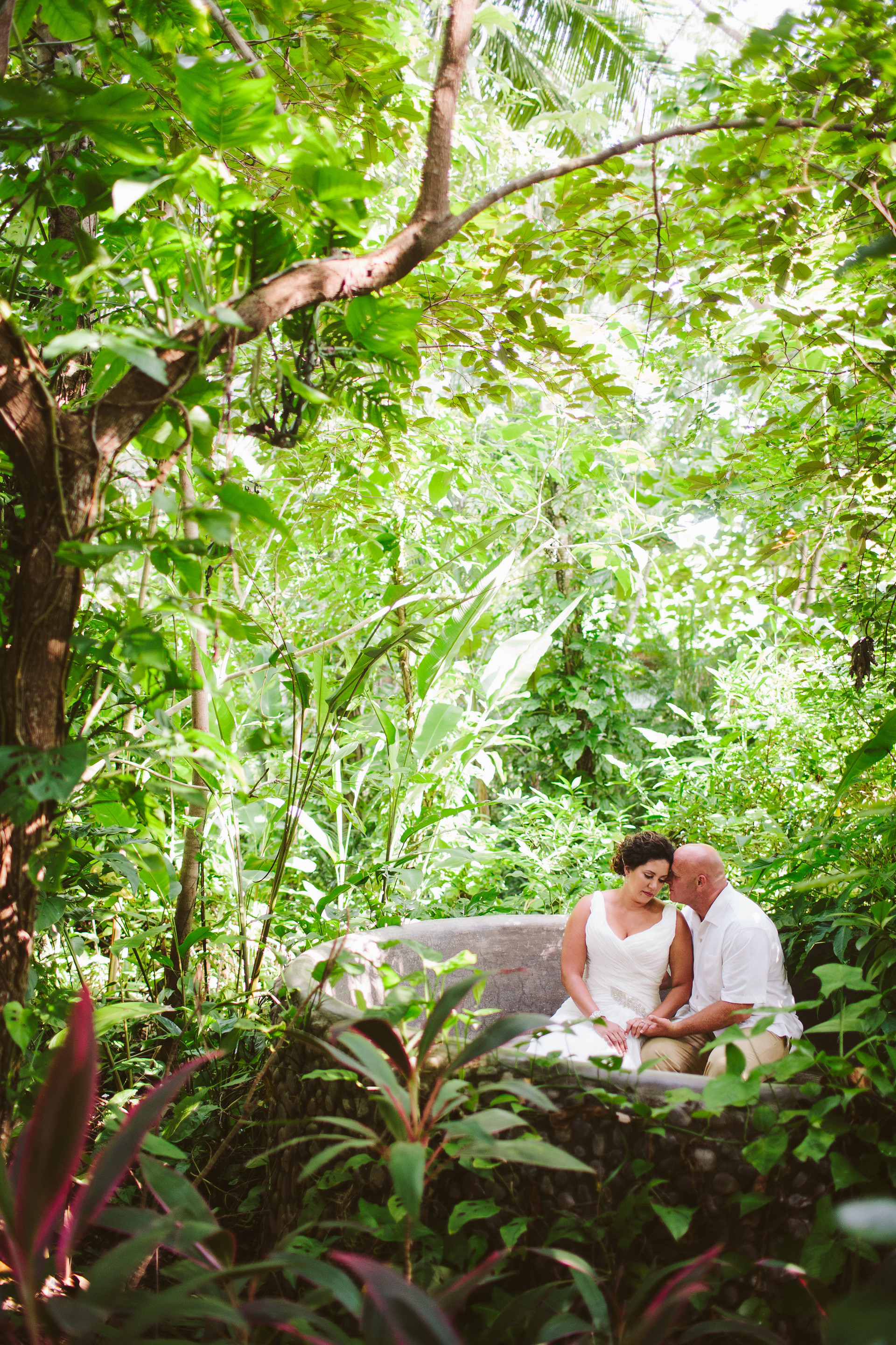 costa-rica-destination-wedding-couples-portrait