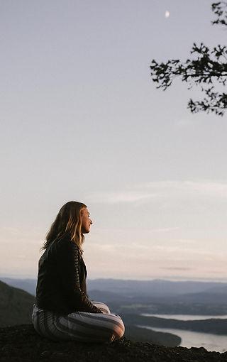whistler-wedding-photographer-sits-on-mo