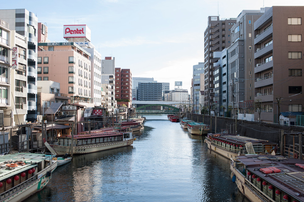 canal-boats-line-the-waterway-tokyo-japan