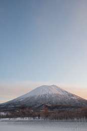 sunrise-over-mount-yotei-niseko-japan